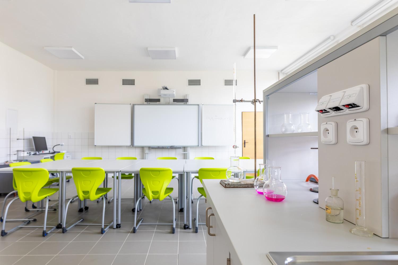 Rekonstrukce a vybavení laboratoře přírodních věd