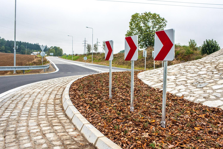 Okružní křižovatka silnic II/141 a II/145 Husinec - Běleč